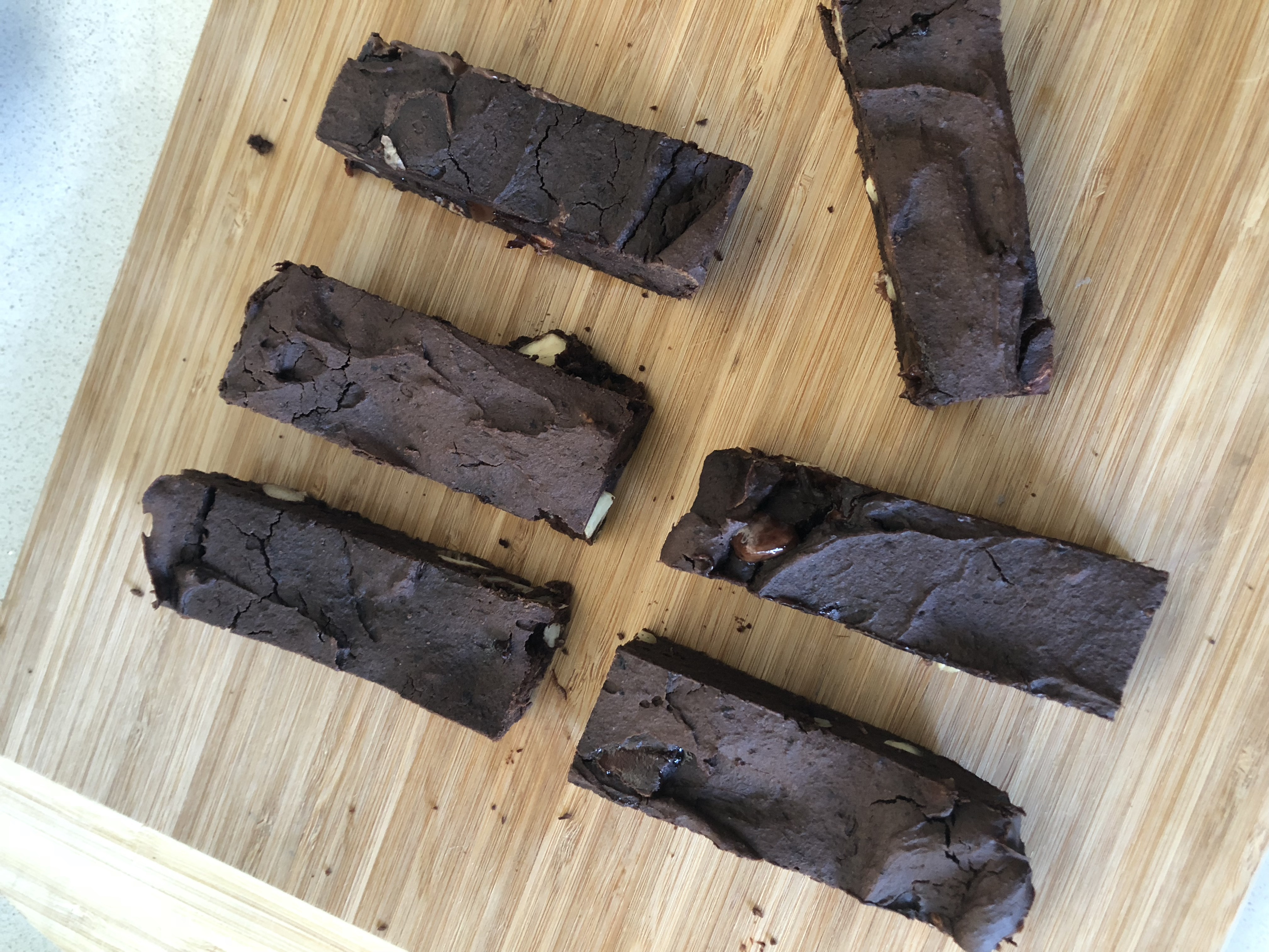 Dark choc + almond protein bar